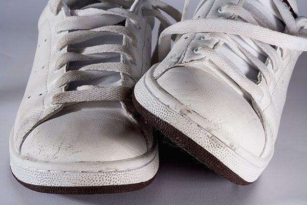 233aaa362 Как очистить белые кроссовки и подошву от грязи в домашних условиях