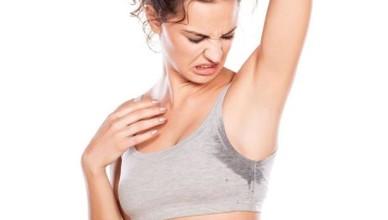 Как избавится от запаха пота на одежде подмышками