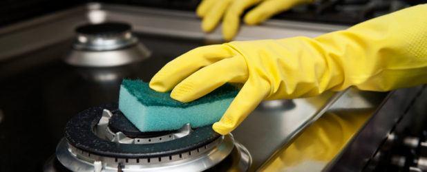 Очистка газовой плиты от застарелого жира