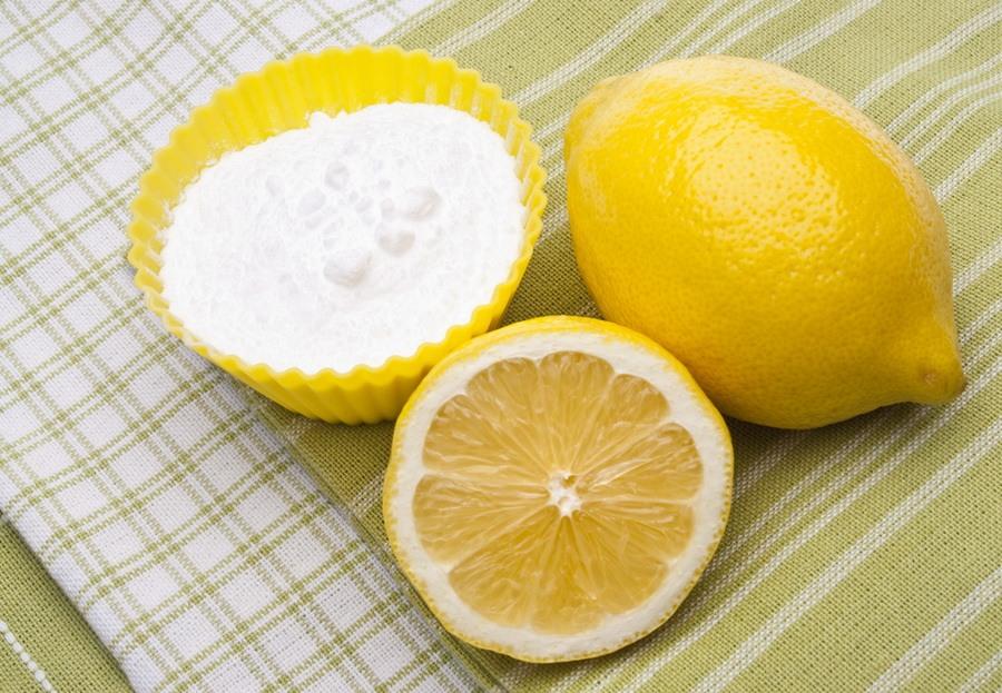 Лимонный сок или кислота в борьбе с пятнами пасты на кожезаменителе