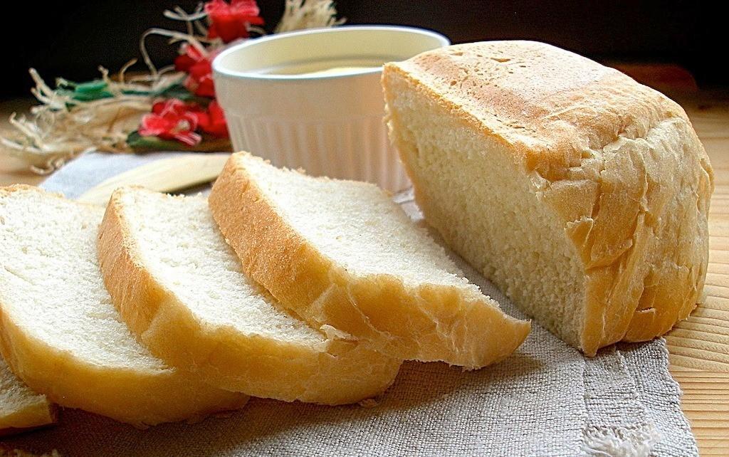 Белый хлеб как средство для очистки пятен от пасты