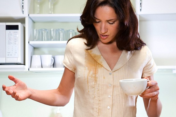 Устраняем пятно от чая на рубашке