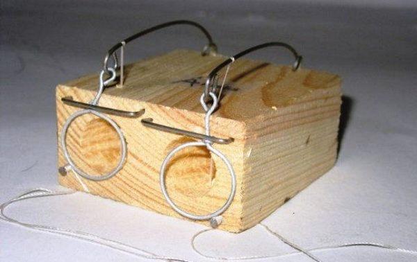 Деревянная мышеловка