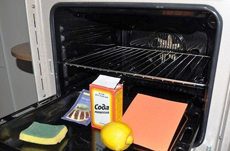 Хорошим средством против нагара и жира является пищевая сода и разрыхлитель