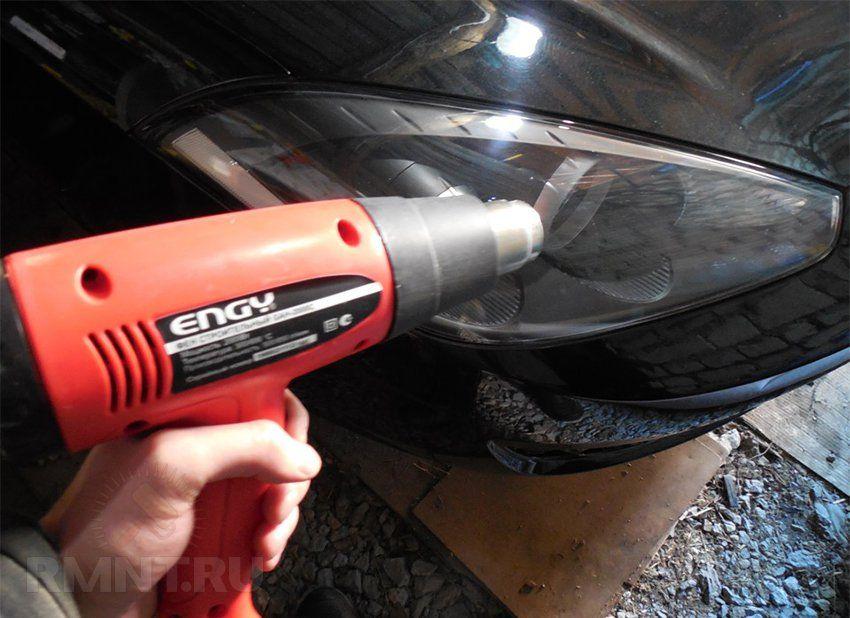 Оттереть клей от скотча можно с помощью фена, путем нагрева