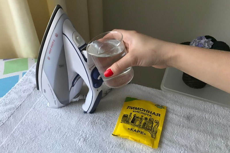 Почистить утюг изнутри с помощью лимонной кислоты
