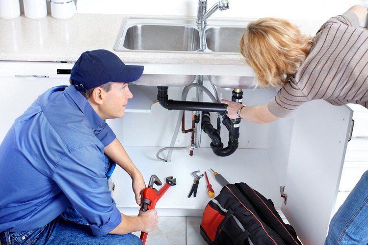Вызов сантехника при поломке канализации