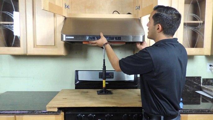 Демонтаж и подготовка вытяжки к очищению и мытью