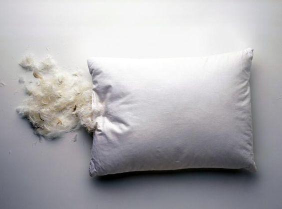 Распоротая перьевая подушка