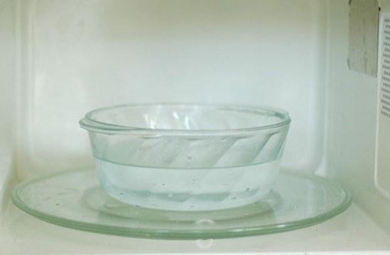 Миска с водой