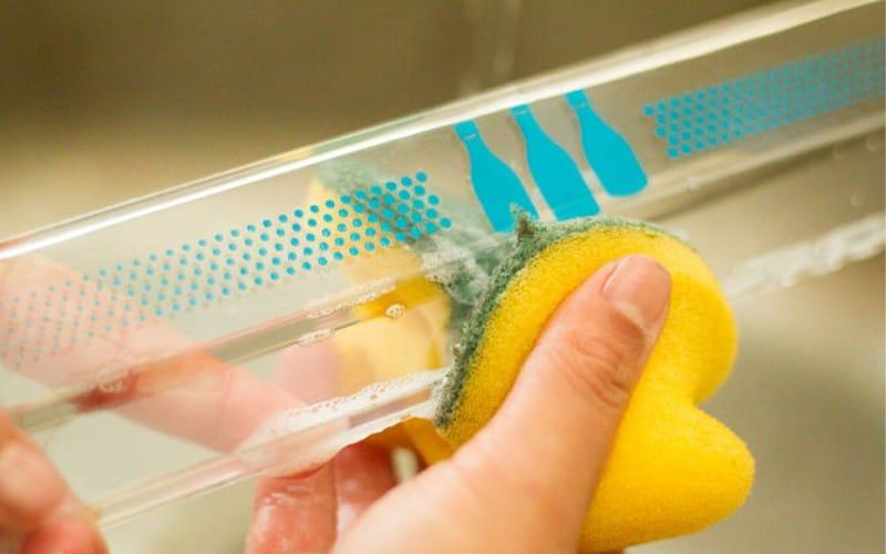 Мыльная пена как способ устранения неприятных запахов из холодильника
