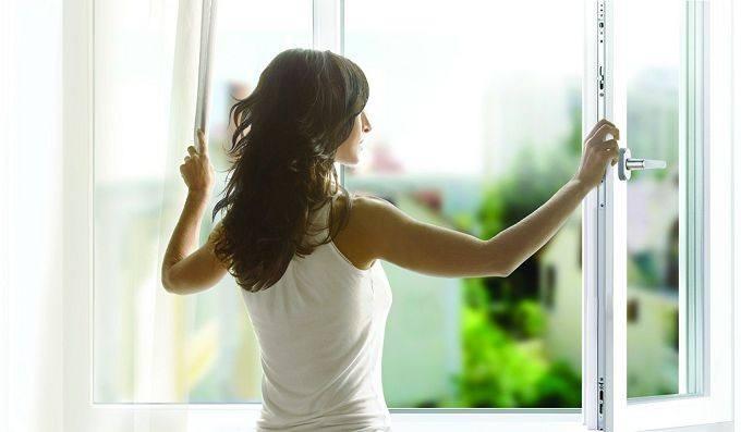 Проветривание квартиры в целях избавления от запаха сигарет
