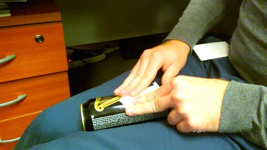 Оттереть клей от наклейки руками