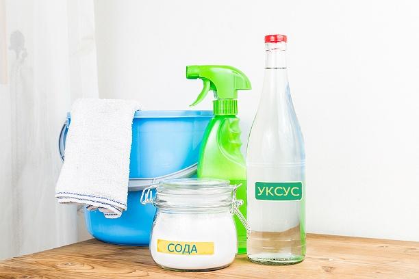 Раствор из соды с уксусом против загрязнений в духовке