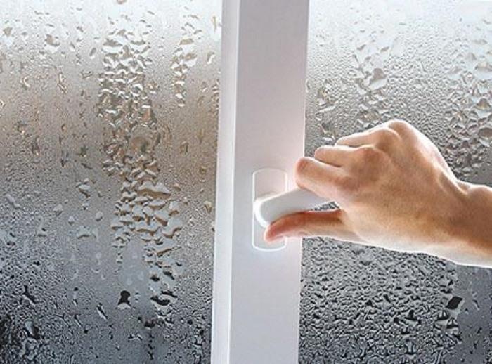 Признаки высокой концентрации влаги в помещении
