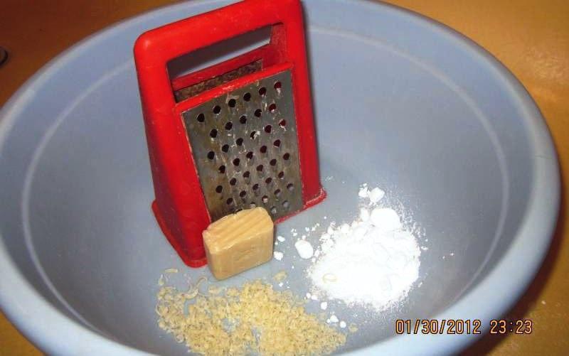Смесь из соды, мыла и геля для мытья посуды
