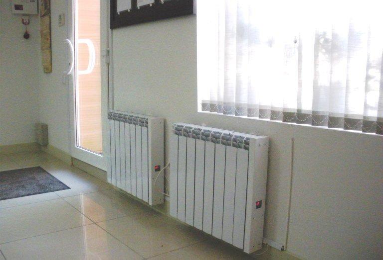 Батареи отопления под окнами