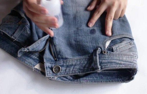 Чернильное пятно на джинсах