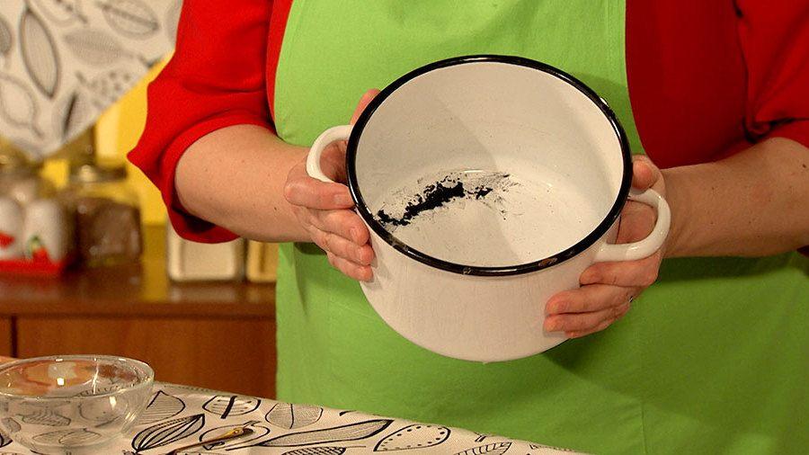 Как и чем очистить посуду из эмали