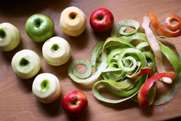 Яблочная кожура как средство от нагара на кастрюле